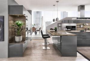 grijze keuken met houten blad